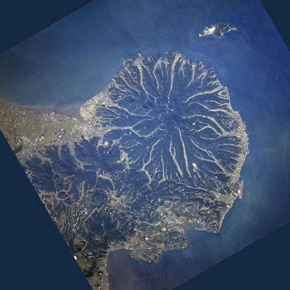 Kunisaki_Peninsula_STS068-253-7.jpg