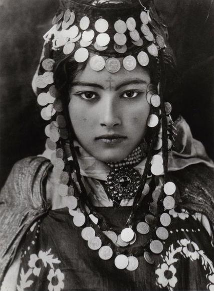 Lehnert_Landrock_-_Ouled_Naïl_Tunisie_1905musabu.jpg