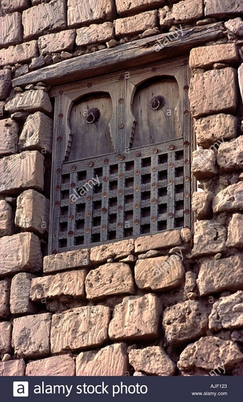 timbuktu-tombouctou-mali-sub-saharan-africa-old-wooden-window-in-old-AJF123.jpg