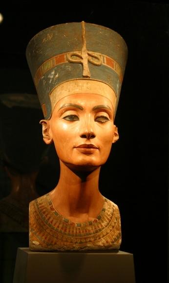 Nefertiti_bust2.jpg